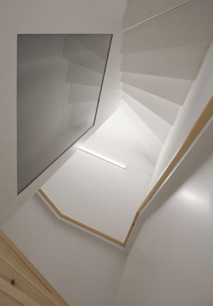 Escalera imposible de Escher. Foto de @roi_alonso, más imágenes en http://somaa.es/proyecto/la-ascension/ #arquitectura #arquitecturainterior #galicia #coruña