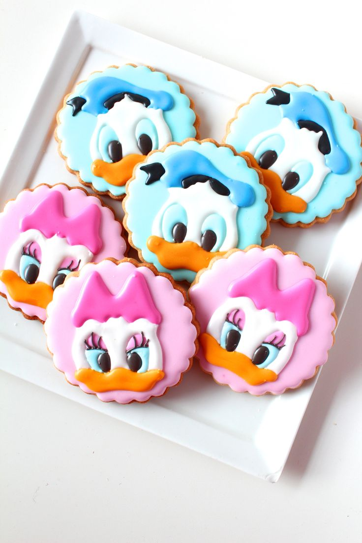 Donald Duck & Daisy Duck icing cookies