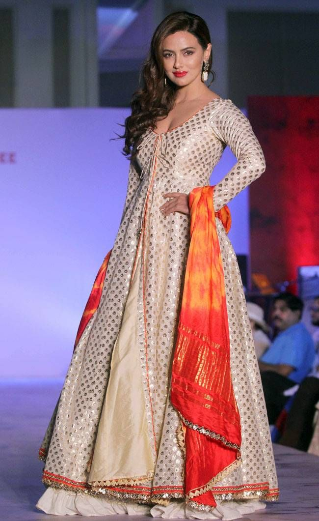 Sana Khan walking on the ramp in support of the Terry Fox run. #Bollywood #Fashion #Style #Beauty #Hot #Sexy