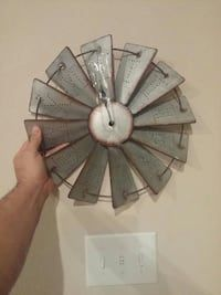 Windmill. Metal clock in Little Elm - letgo