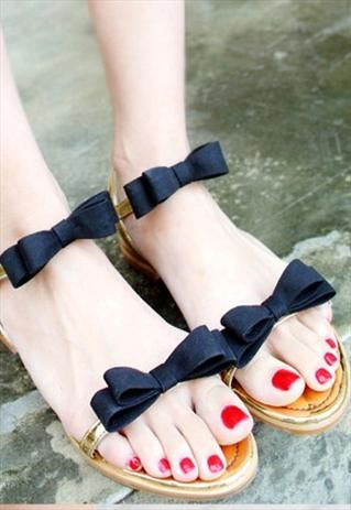 bow sandals - too cute