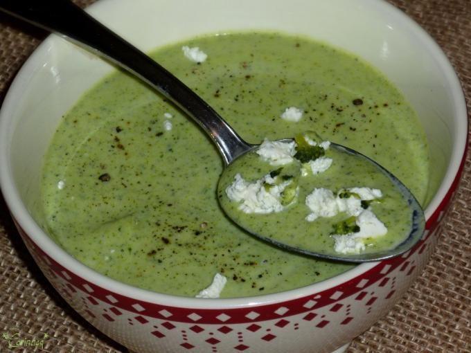 Mettez un peu de verdure dans votre menu ! - Recette Entrée : Velouté gourmand de brocolis au fromage frais par Corinneq