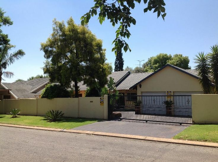 STREET APPEAL IN THE SUBURBS on show with Pam Golding in Glen Marais Sunday 22nd June!