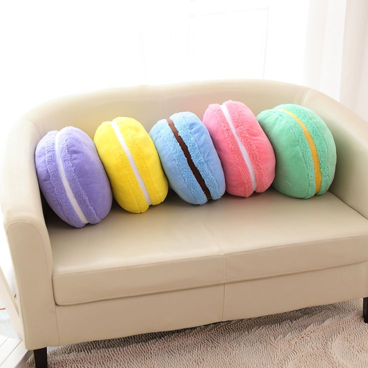 Magnifiques coussins en forme de macaron... miam :D