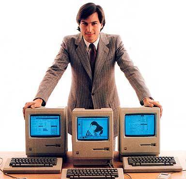 """Steve en 1984. """"Como Apple describía las maneras en el que el computador personal cambiaría el mundo:  1- Disfrute personal  2- Entretenimiento más variado  3- Ahorro de tiempo y dinero  4- Mejores decisiones financieras  5- Más tiempo libre  6- Seguridad para la información personal  7- No más desperdicio de papel ni energía, ni de lugar de almacenamiento  8- Un nivel de vida superior  9- Masyor eficiencia en el aprendizaje  10- Menos polución o contaminación ambiental."""""""