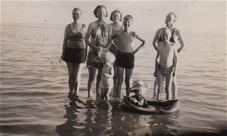 Clear Lake Scapa, Alberta.    Annie, Frances (with Heather and Charlie), Blythe, Gordon and Ronnie. Unknown woman in the centre.   Clear Lk Scapa Annie (L) Heather and Charlie (babes) Frances, Gordon and Ron.