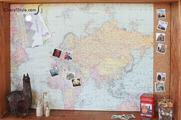Hang een oude lade aan de muur en plak er een prikbord in. Leuke plek voor foto's en kleine spulletjes