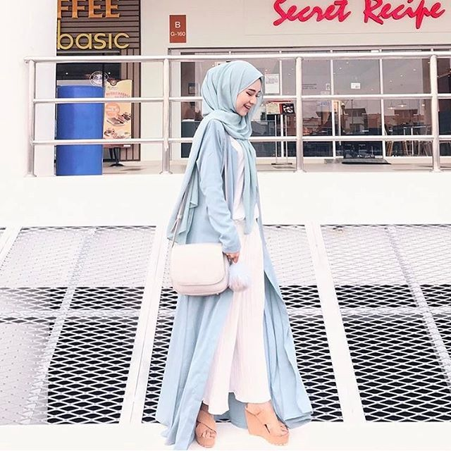 @adirasalahudi with her favourite wedges! Pastel colours #OOTD always the best ❤️.Simple always looks fresh to start your day.#happy2ulookbook