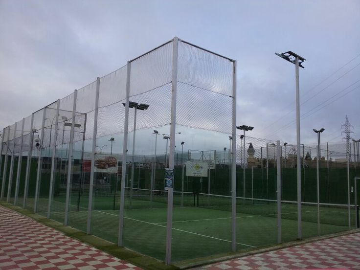 Instalación de iluminación led en las pistas de pádel del club Novopadel