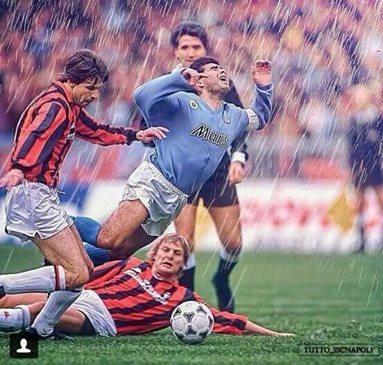 RE Diego in un #NapoliMilan  #Maradona #ForzaNapoliSempre ♡