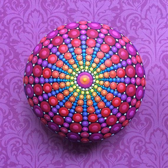 Juweel Drop Mandala geschilderd Stone  heilige geometrie