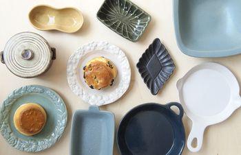 「よしざわ窯」は益子焼の産地でも知られる、栃木県益子町で作られています。また実店舗は構えておらず、オンラインストアでのみ販売しています。現在家族を中心に友人や若い作家さんなど、10人ほどのメンバーで作陶しています。