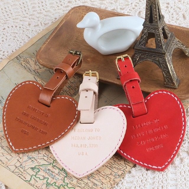 Our new Christmas gift hot item, heart shape luggage tag with personalized wordings #leather #leatherwork #leathercrafted #christmas #xmas #gift #harlex #handmade #ideas