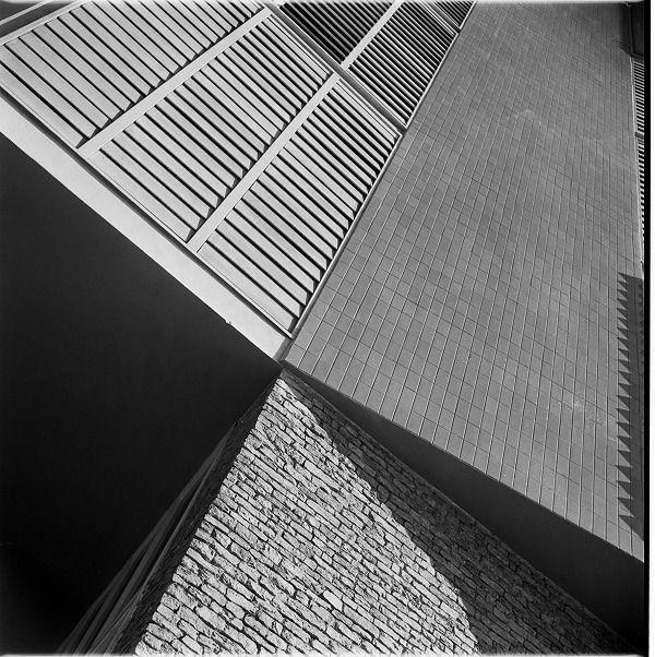 Archtectural texture detail. Francesc Català Roca Photographic Archive.