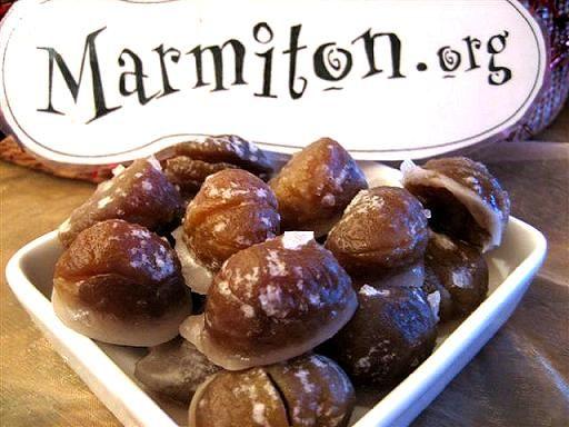 MARRONS GLACES (1 kg de marrons, les plus gros possible, 1 kg 500 de sucre, 1 litre et demi d'eau, 1 belle gousse de vanille)