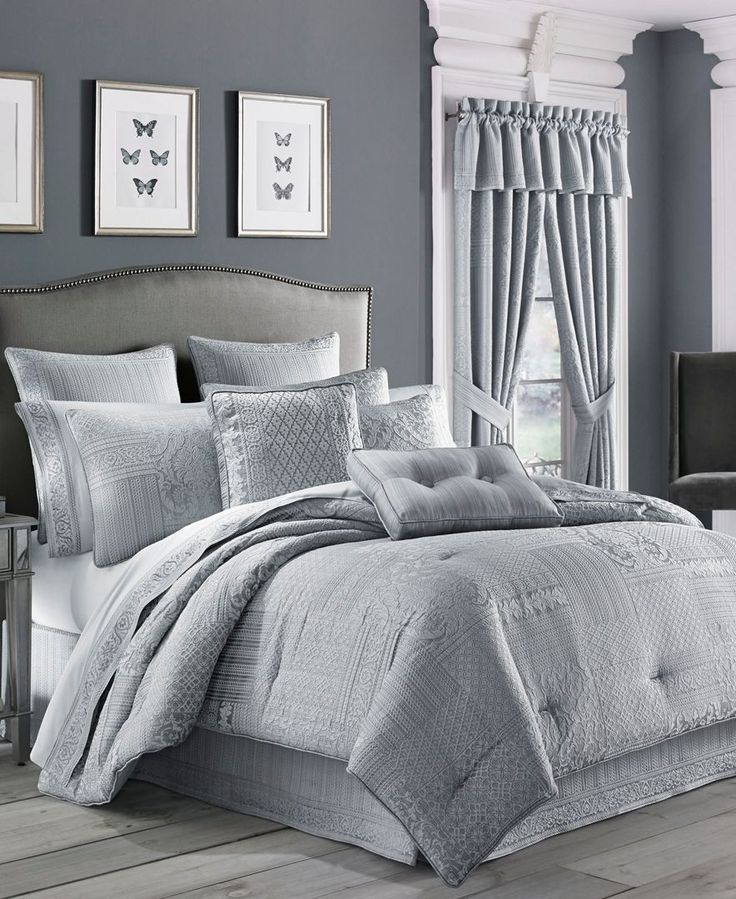 J Queen New York Wilmington Queen Comforter Set