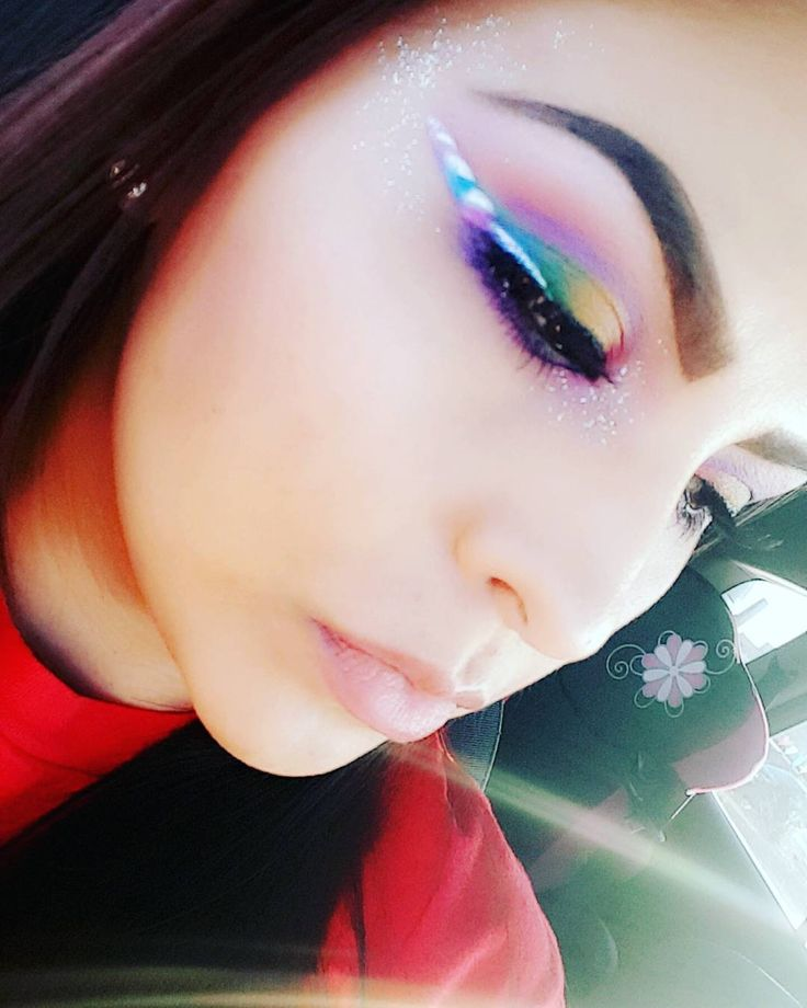 From unicorn-inspired food to unicorn nails, people just can't get enough of the mythical creature. Now unicorn horn eyeliner is here to go with your unicorn make up brushes.