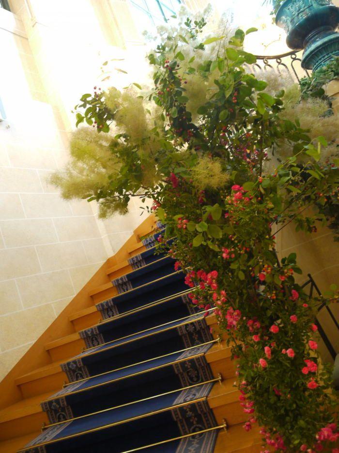 シェ松尾様天王洲倶楽部様の装花 つるばらとスモークツリー  : 一会 ウエディングの花
