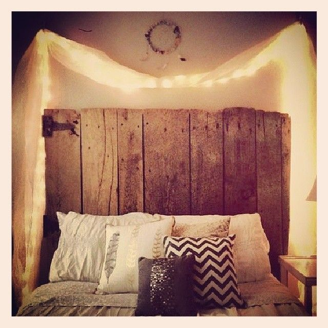 Simple and homey. Oh time, will you stop so I can decorate my room like this? Back to studying...