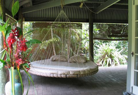 Best 25 hammock bed ideas on pinterest hanging beds for Round hanging porch bed