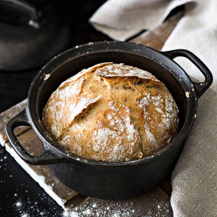 Rapea joulupataleipä valmistuu ilman vaivaamista, kun annat sen kohota rauhassa yön yli.
