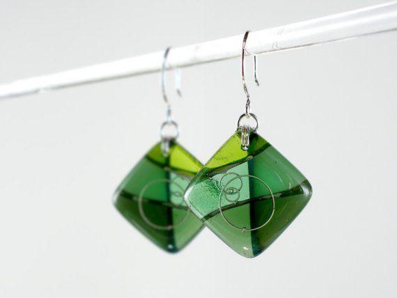 Αποχρώσεις του πράσινου κρέμεται - Αφηρημένα λιωμένο γυαλί σκουλαρίκια με ασήμι Wire