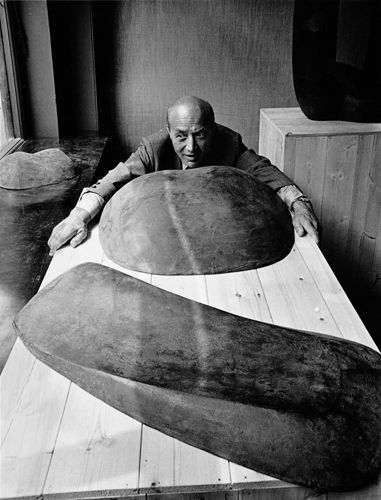 "Isamu Noguchi (1904 – 1988), Japans-Amerikaanse beeldhouder. ""Everything is sculpture"""