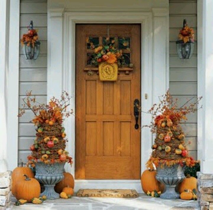 Fantastic Foyer Ideas To Make The Perfect First Impression: *HoLiDaY/SeAsOnAl DeCoRaTiNg