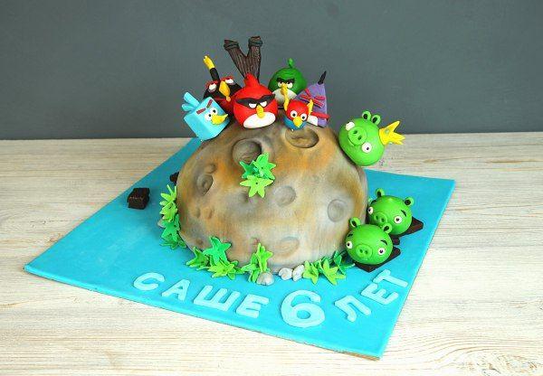 """Детский торт """"Angry Birds - 2""""  #AngryBirds – прекрасный выбор лакомства для любителей этой популярной компьютерной игры. Такой десерт, созданный по индивидуальному заказу, вне всякого сомнения, станет оригинальным украшением праздничного стола и придется по вкусу виновнику торжества и всем приглашенным.  С удовольствием изготовим #тортнадетскийпраздник весом от 3-х кг всего за 2150₽/кг. В стоимость торта включены 2 #фигуркиизмастики. Каждая последующая #фигурканаторт всего 500₽…"""
