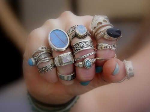 Заговор на кольцо: привлечение денег и удачи