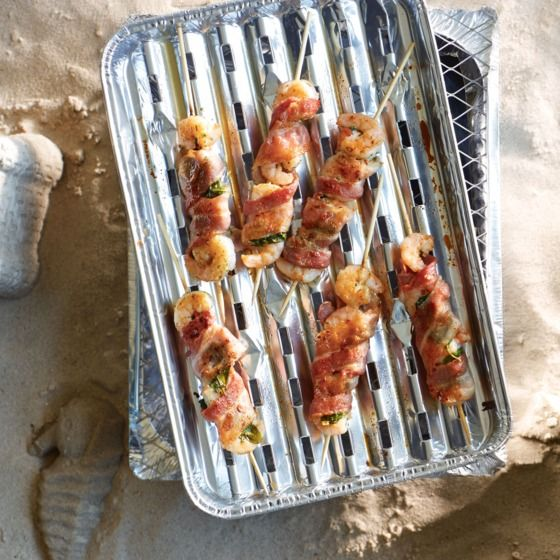 Garnalen met basilicum en spek - Afwisseling voor op de BBQ met deze zalige garnalen met basilicum en spek. #vis #BBQ #recept #JumboSupermarkten