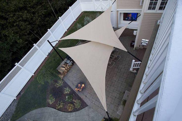 protection solaire extérieure en toiles tendues en forme triangulaire
