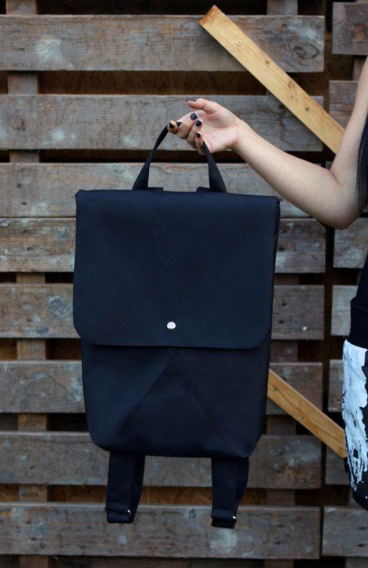 Udělejte radost českým designem, darujte nepromokavý Ruxak DREIECK od návrhářky Liuc  #czechdesign #design #art #vanoce #darky #jezizesk #gift #christmas #bag #style #fashion #black #urban #czech #designer #original #instadesign #online #eshop #xmas #buylocal #liuc #designshopping  Více o mimořádném online prodeji CZECHDESIGN na: http://6b.cz/s.php?U2p