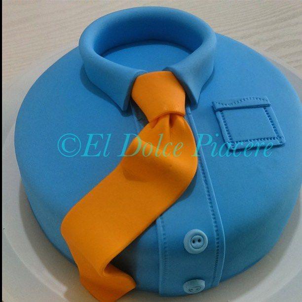 #cake #diadelpadre #camisa #corbata #fondant #desert #coco #lechedecoco #cremadecoco #vainilla #campeche #ElDolcePiacere (en Dolce Piacere)