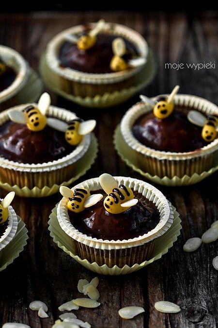 Babeczki bananowo - miodowe z pszczółkami