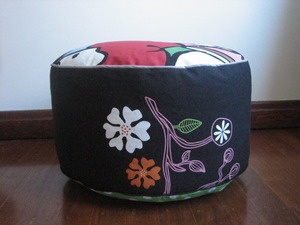 BENCKE Pouff. Pop Neon faces with black flower motif