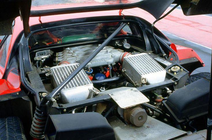 フェラーリの創設者であるエンツォ・フェラーリが生涯最後に世に送り出したのがこのF40です。1987年に初公開された際には89歳となるエンツォ・フェラーリが出席し発表を行いました。翌年エンツォ・フェラーリは90歳で亡くなってしまいます。 このF40が特別と言われるのには訳があります。その車の作りは限りなくレーシングカーに近いもので、登場時は他を寄せ付けない圧倒的な性能を持っていました。時速320kmを超えた初めての市販車でもあります。そして唯一無二である存在は年月を経ても変わることはなく、F40よりも性能が良い車が登場してもF40の存在や味はより一層魅力を増すものとなっていきました。結果として現在では程度の良し悪しによって変動はありますが約1億円で取引されています。 レーシングドライバーすらドライブすることが危険と発言 このフェラーリ…