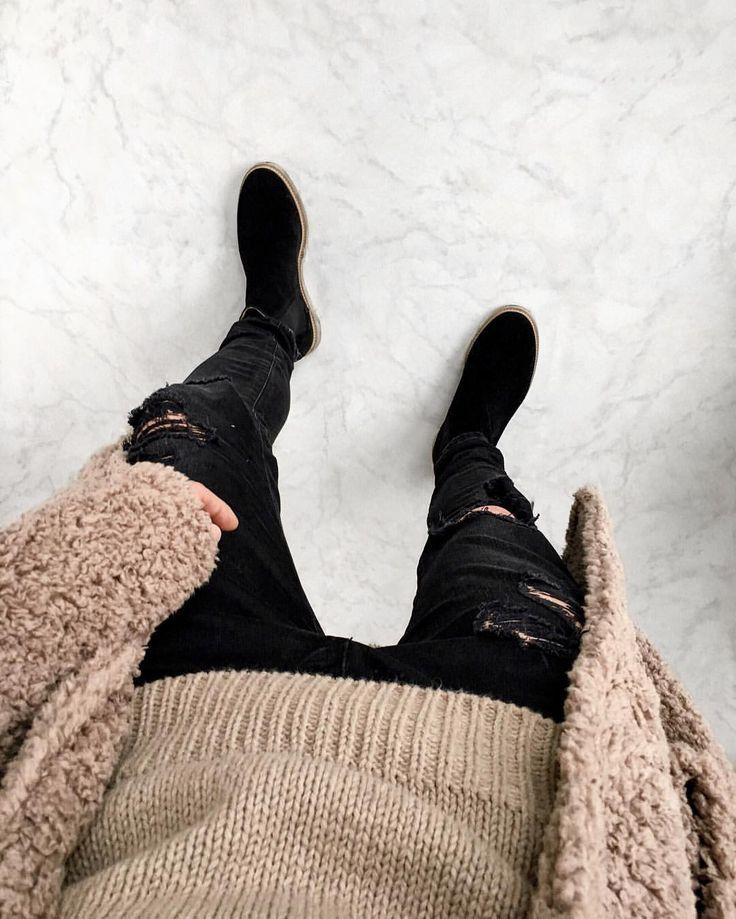 "965 Likes, 55 Comments - Pepé | Fashion Enthusiast (@soy_raka) on Instagram: ""COZY """