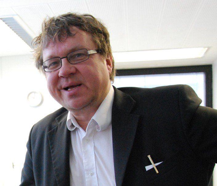 """Pekka Sauri puolusti satujen merkitystä Radio Dein Päivän vieras -haastattelussa. """"Lapselle lukeminen ennaltaehkäisee mielenterveysongelmia"""""""