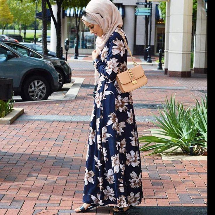 Fall prints 🍁🍁 www.Delicate-Hijabi.com (link in bio) #maxidress #themodestymovement #hijabchambers #falloutfit #fall #chichijab #hootd #ootd #maxiskirt #footd #hijabers #hijaboutfit