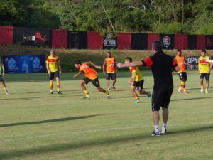 Vitória na Veia! Com Gabriel Xavier e Pisculichi em campo, Argel comanda treino tático no Barradão - Vitória na Veia!