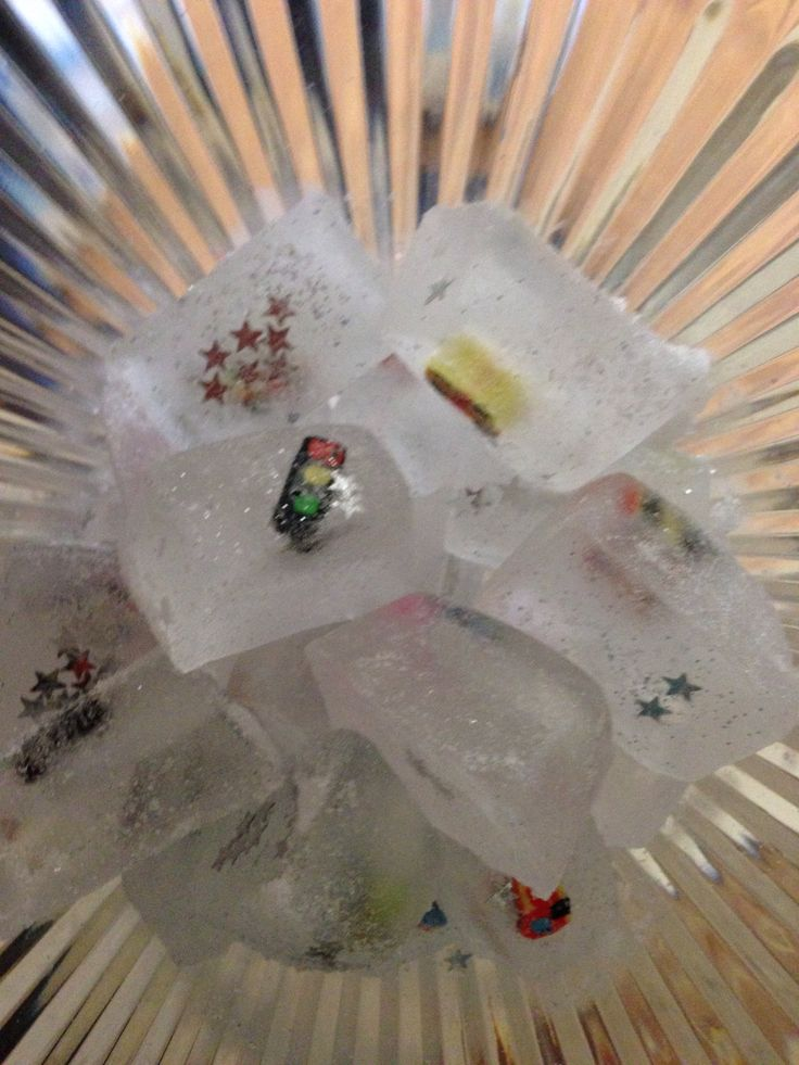 Ice cubes for the snowy mountain track