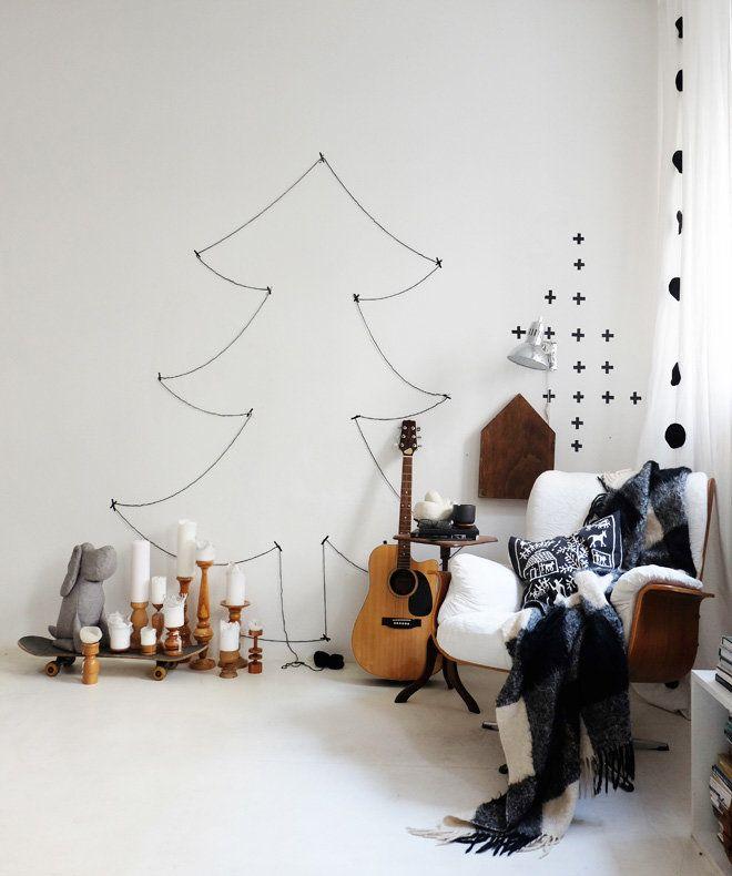 Der Baum hängt. | SoLebIch.de - Foto von Mitglied Minza will Sommer #solebich #interior #einrichtung #inneneinrichtung #deko #decor #weihnachtsbaum #christbaum #christmastree #sessel #armchair #kissen #cushion #pillow #decke #plaid #blanket