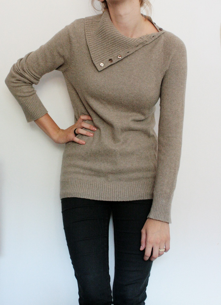 Bluza marca Gap, cu guler ce se poate purta tip helanca cu ajutorul nastureilor sau desfacut