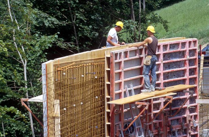 While New York construction workers benefit from strong statutes and regulations that mandate safe construction practices, many owners of construction sites and contractors violate these rules and cut corners to save costs, which often results in the death and serious injury of workers.