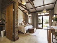 A Hilltop Country Retreat - Kamers