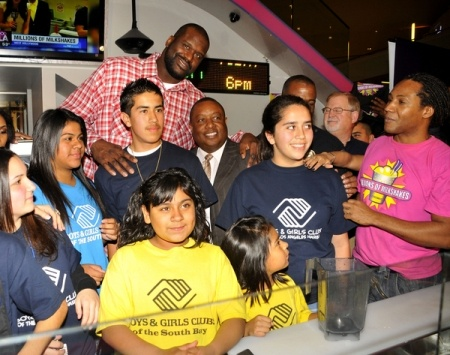 Shaquille ONeal creates milkshakes for charityMilkshakes Donation, Oneal Create, Create Milkshakes, Shaquille Oneal, Shaq Milkshakes, Shaquille O' Neal, Charity Celebrities, Shaquil Oneal, Real Celebrities