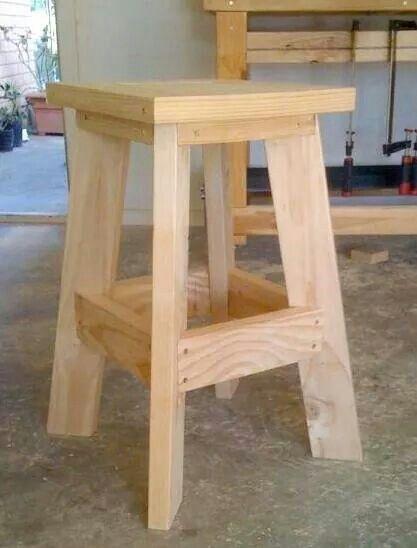 banco alto de madera