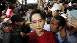 Myanmar's National League for Democracy (NLD) party leader Aung San Suu Kyi arrives to cast her ballot during the general election in Yangon November 8, 2015