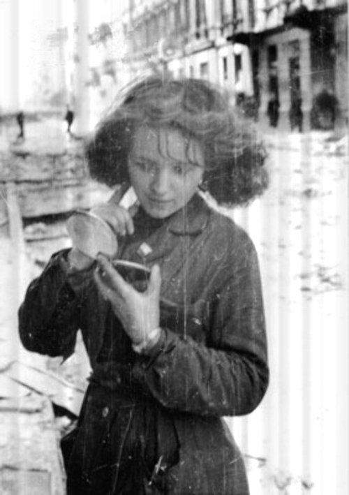 September 1944. Warsaw Uprising: Girl with a mirror after air raid at Złota street near Zgoda street.Photo by Eugeniusz Lokajski